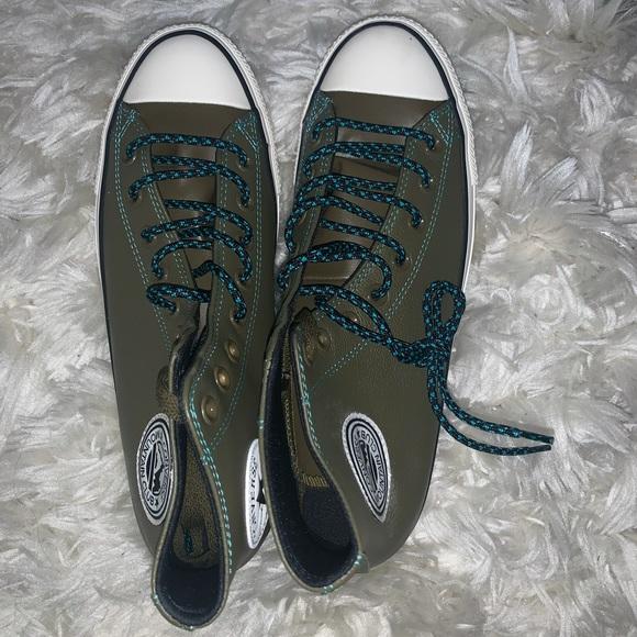 🆕 Converse Hi Top Sneakers 9.5 in Mens w/box